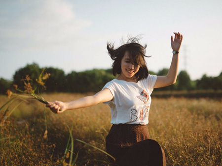 9 tips from a self-help expert on how to stay positive when you feel anything but